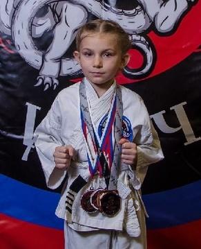 Поздравляем Эмилию Кушнаренко с Днём Рождени я! Желаем Ей Здоровья и Успехов в Учёбе и Спорте!