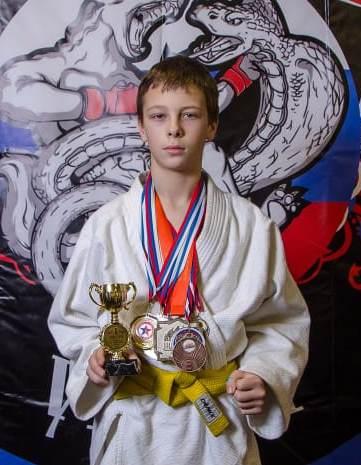 Поздравляем с Днём Рождения Коновалова Антона! Желаем Ему Здоровья и Успехов в Учёбе и Спорте!